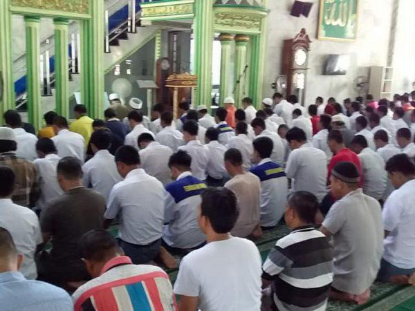 Kegiatan Sholat Wajib di Masjid Al Mukarromah